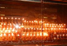 ханукальные свечи в синагоге